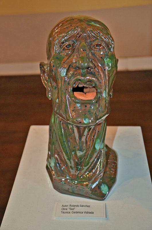Escultura no museu em Tacna.