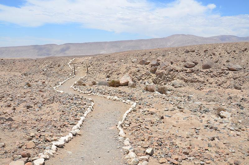 Caminho no Complexo Arqueológico de Miculla.