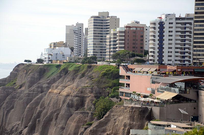Shopping e prédios em Miraflores