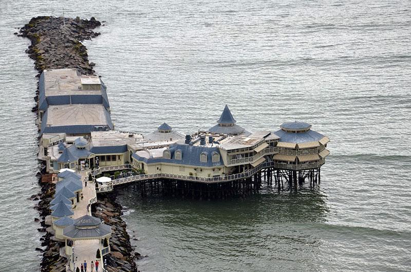 Restaurante na praia em MIraflores