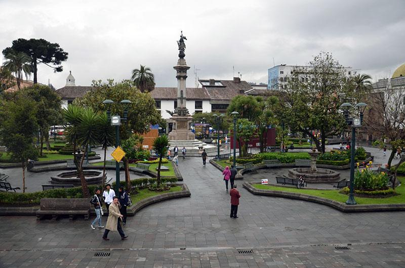 Praça no centro histórico em frente ao palácio do governo