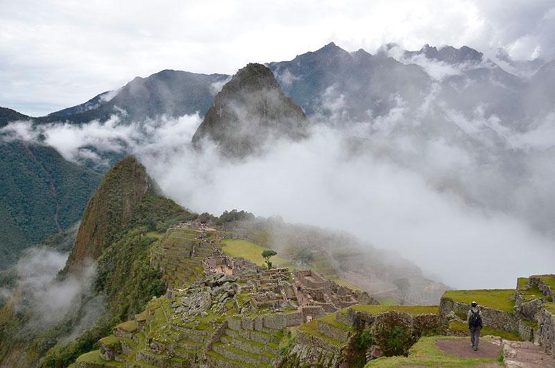 Machu Picchu... alguns minutos e as nuvens começam a subir