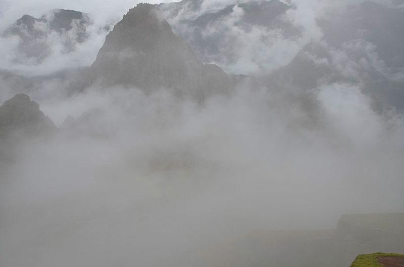 Machu Picchu... mais alguns instantes e o céu já estava tomado pelas nuvens