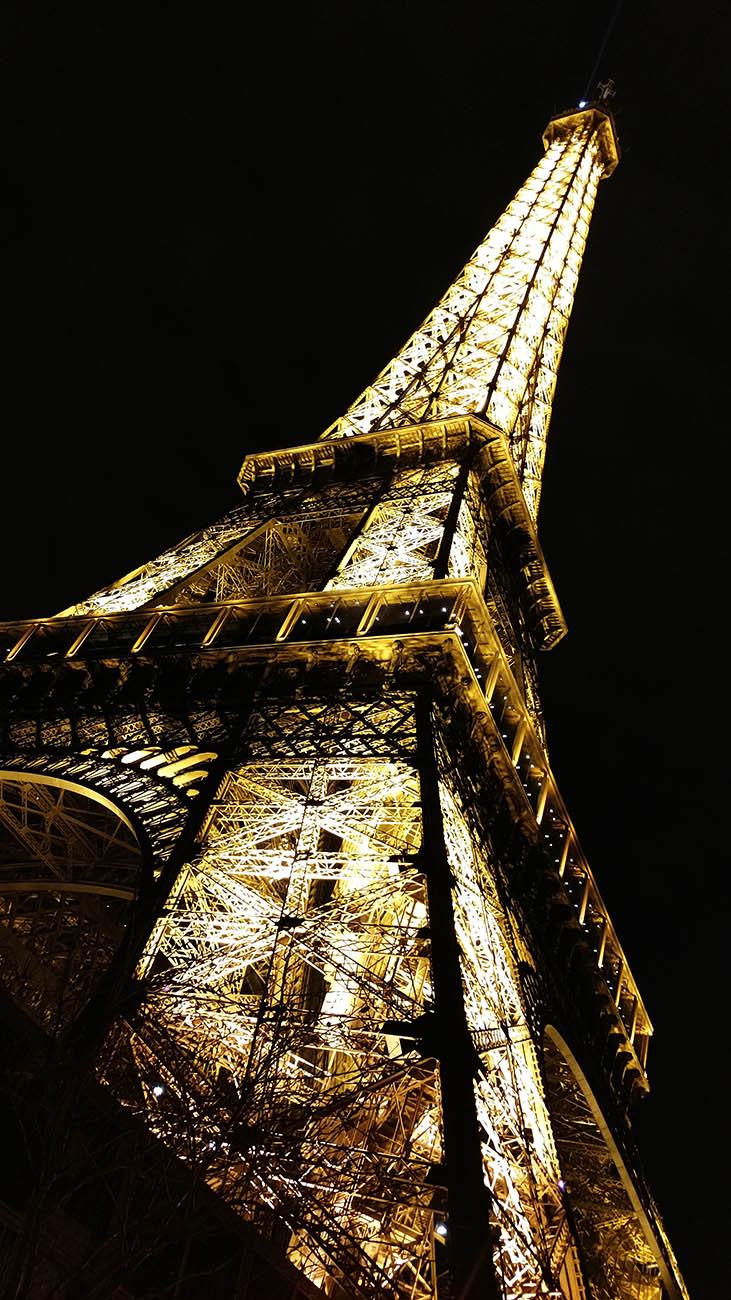 A reluzente Torre Eiffel